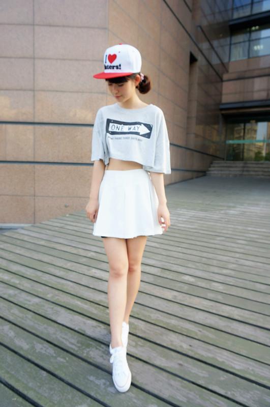 女白色短装搭配