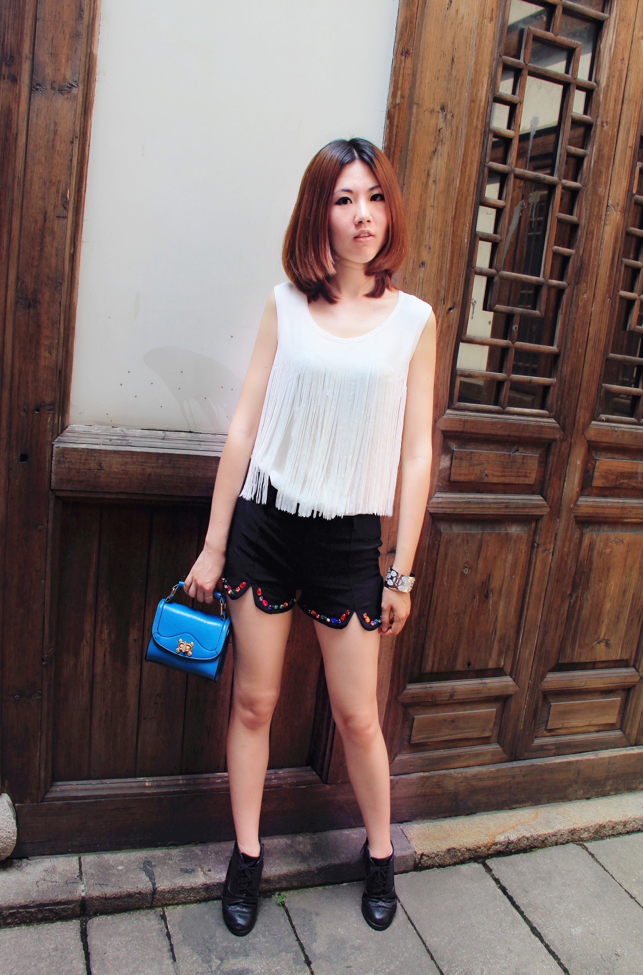 穿超短布鞋的女生
